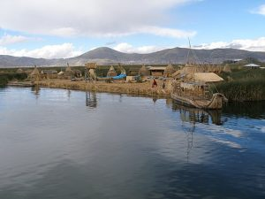 By Thomas Quine (Reed Islands of Lake Titicaca) [CC BY 2.0 (http://creativecommons.org/licenses/by/2.0)], via Wikimedia Commons